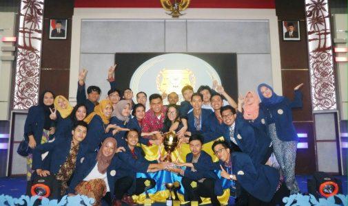 Fakultas Hukum Universitas Airlangga berhasil meraih juara 1 National Moot Court Competition (NMCC) Piala Mahkamah Agung XX